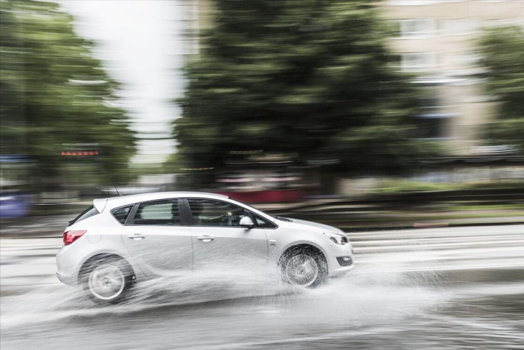 雨季开车慎行,发动机进水的几种情况,进水后解决方法