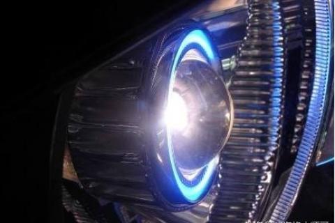 汽车大灯的透镜有什么作用?大灯透镜和没有透镜的区别
