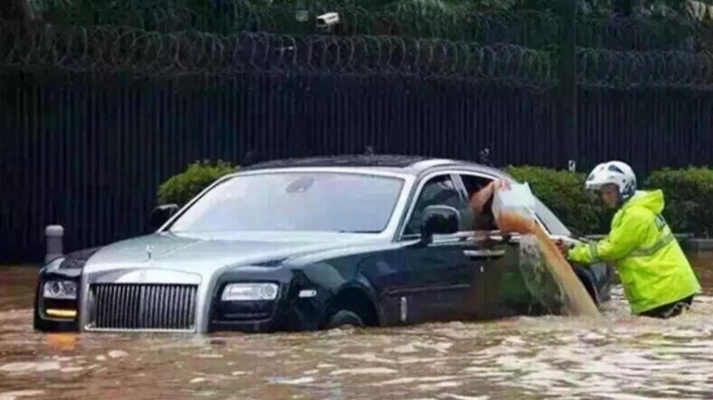 继郑州洪灾过去之后,郑州40万泡水车怎么处理?