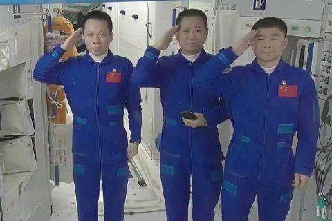 神十二飞船明日将返回地球
