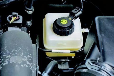 刹车油多久换一次价格 刹车油可以终身不换吗?