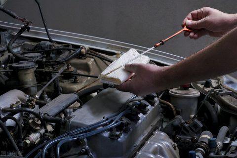 发动机烧机油解决办法 别让修理厂忽悠了,老司机都是这么做的